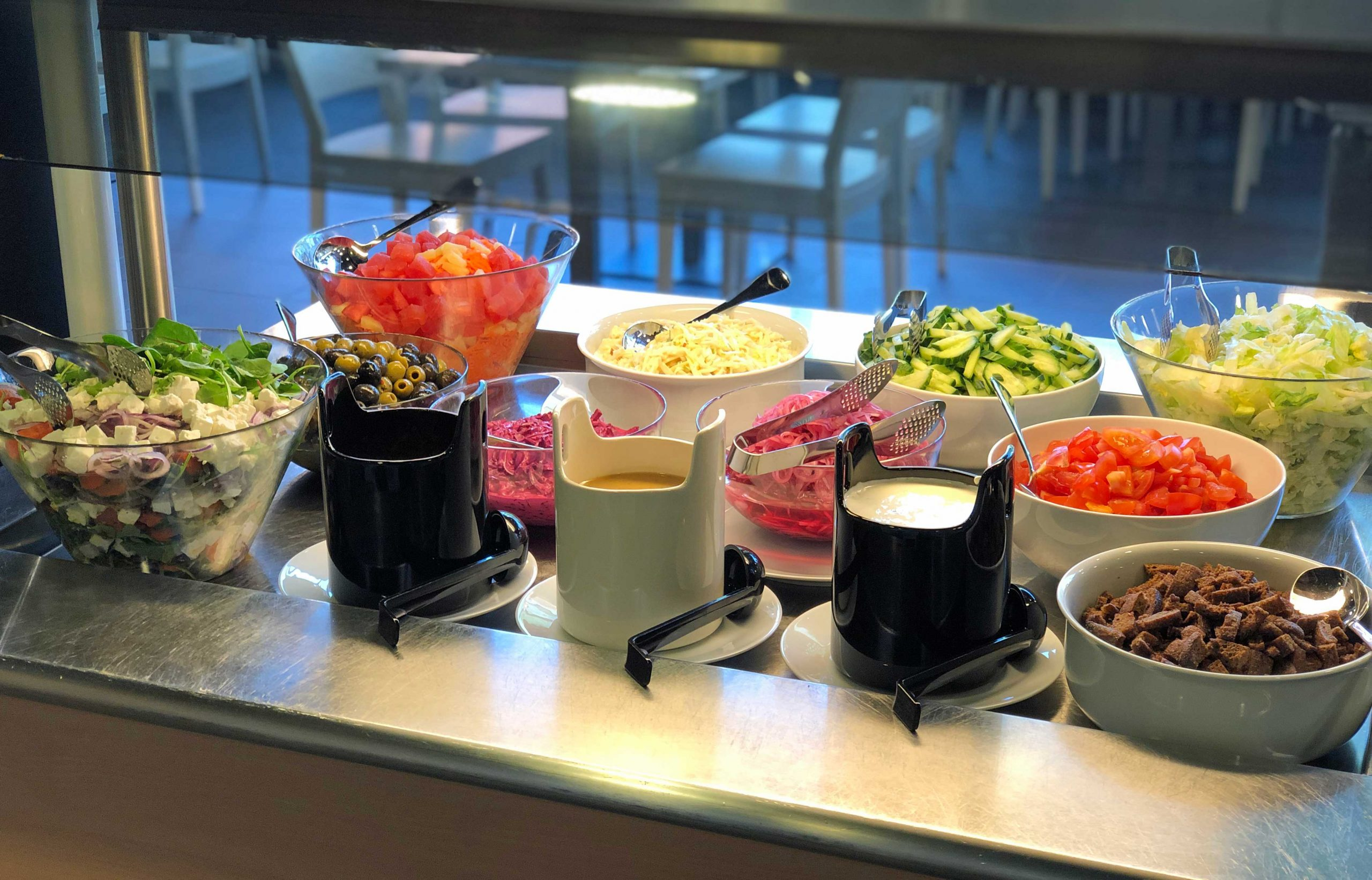 Konnun keittiö salaattipöytä