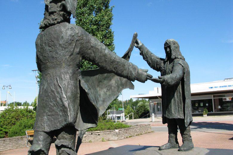 Julkinen taide Ossi Somman turkiskaauppiaat Nokian kaupunki