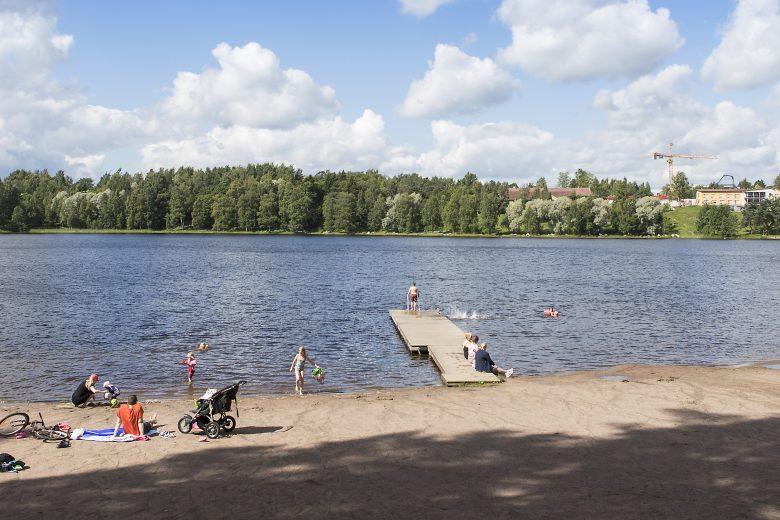 Vihnuksen uimaranta on yksi Nokian suosituimmista uimarannoista. Uimarannalla on laituri, pukukopit ja leikkipaikka sekä hyppytorni.
