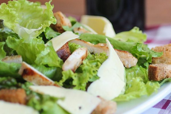Nokian kaupungin lounasravintolat kuva salaatista