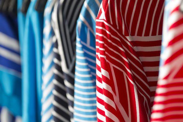 Nanson raidallisia paitoja