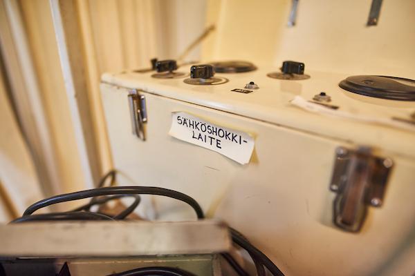 Pitkäniemen sairaalamuseon sähköshokkilaite