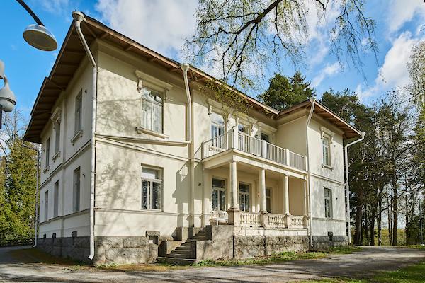 Pitkäniemen Linna sijaitsee Pitkäniemen sairaala-alueella.