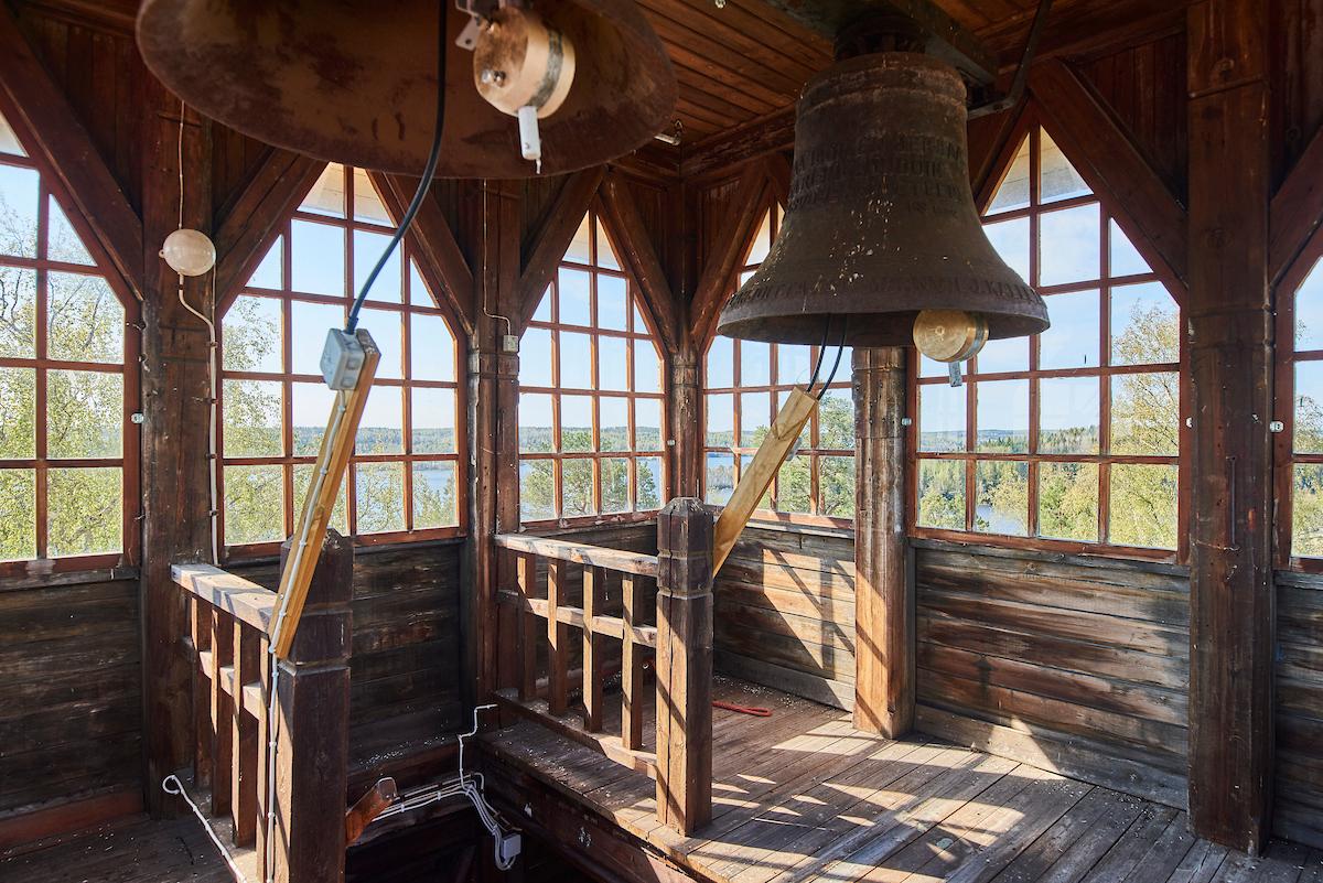 Siuron kirkon puisesta kellotapulista on hienot maisemat Kulovedelle.