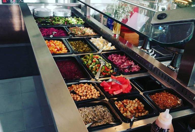 Varjoskan salaattibuffet