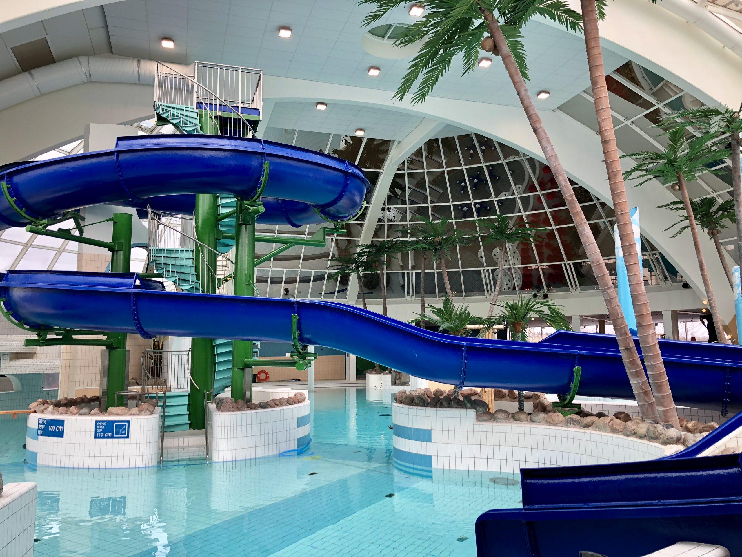 Scandic Eden Nokian allasalue, jossa on useita uima- ja porealtaita sekä iso vesiliukumäki.