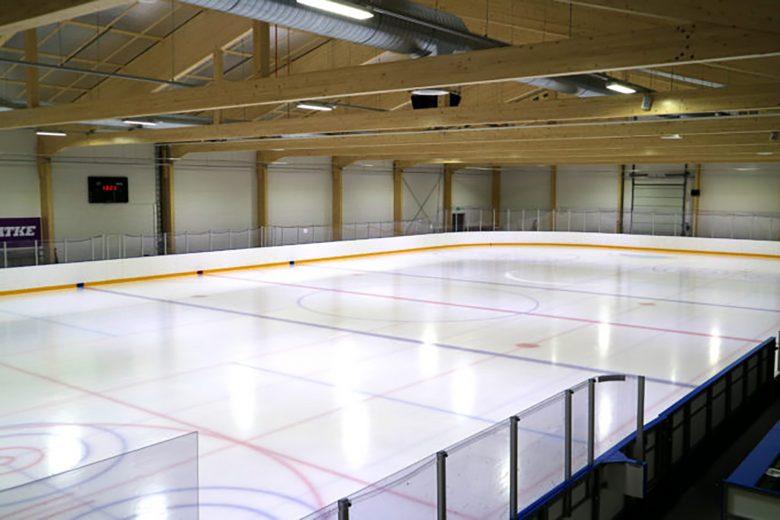 Jäähallissa on kaksi kenttää, uudehko harjoitushalli ja vuonna 1996 valmistunut päähalli.
