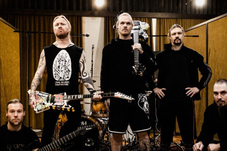 Stam1na-bändin ryhmäkuva.